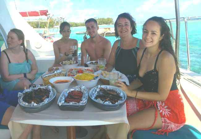 Barbecue lunch on board a catamaran in Mauritius
