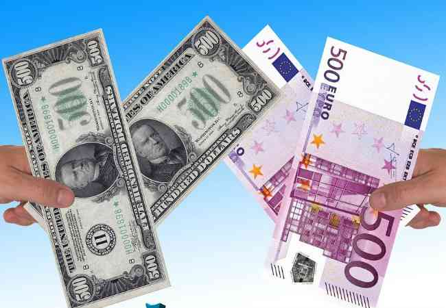 Dollar and euro bank notes