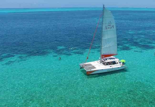 catamaran sailing in the lagoon