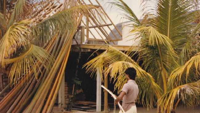 building Colonial Coconut bedroom