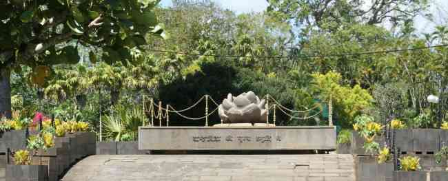 SSR memorial at the botanical garden in Pamplemousses