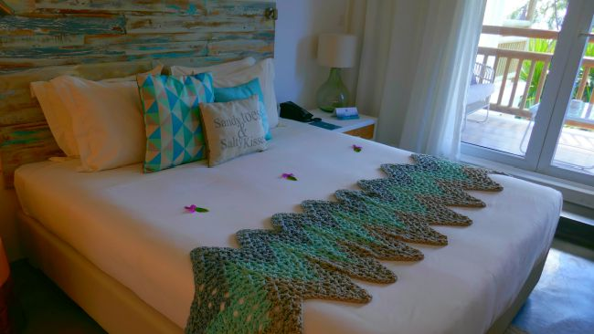 Hotel room with tropical colours